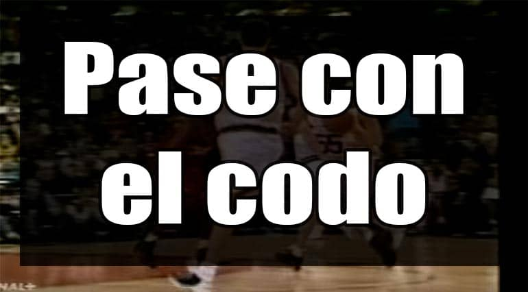 pase con el codo basket